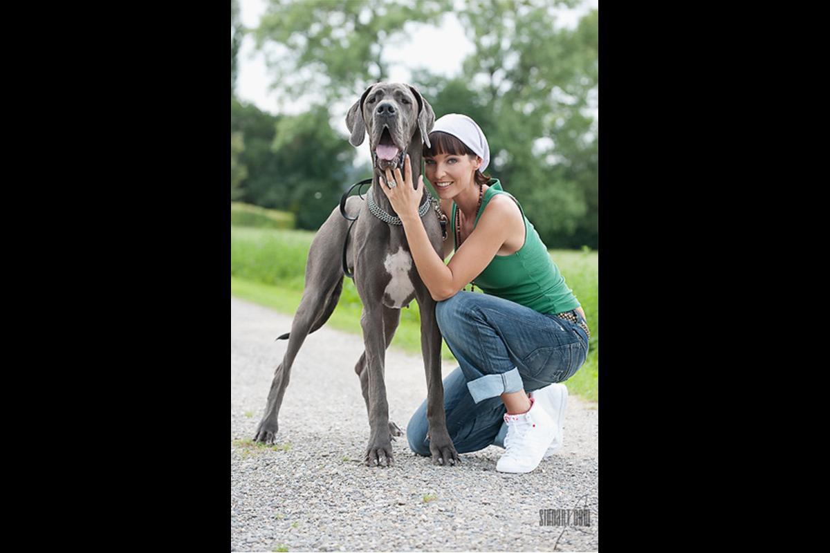 08-Anita Buri Werbung mit Dogge