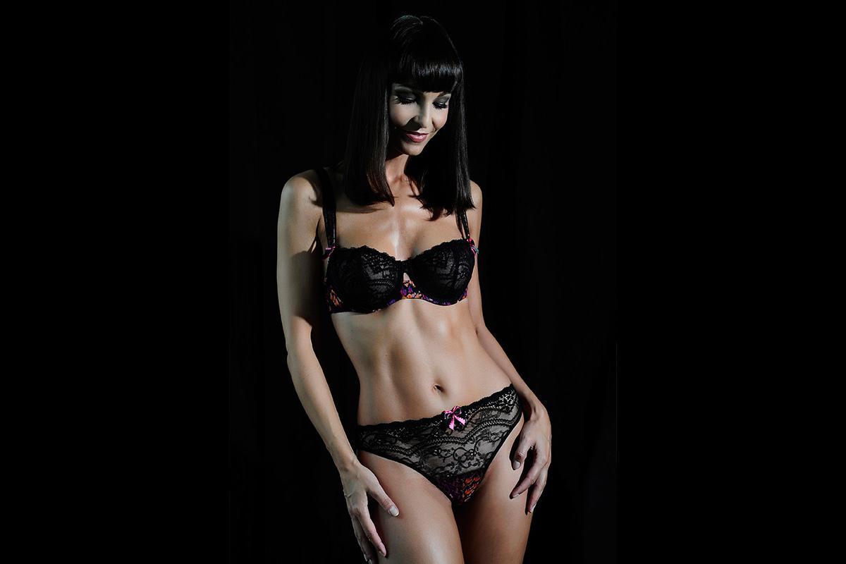 09-Anita Buri Body
