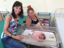 Säuglingsstation: Anita Buri besucht Patricia und ihr Baby Isabel. Sie kam zwei Stunden vor ihrem Besuch gesund zur Welt.